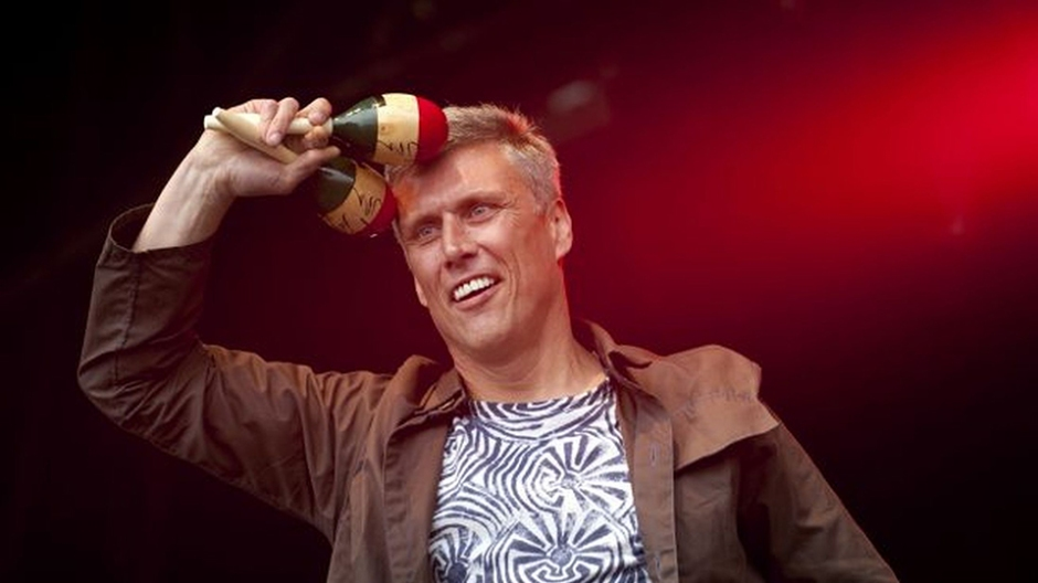 Happy-Mondays-dancer-Bez-performs-live-on-stage-2030613.png
